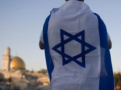2014_israeli-flag-worn-ap