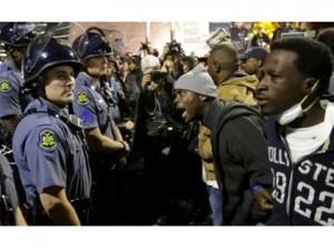 2013_Breitbart_ferguson-protesters-vs-police-ap