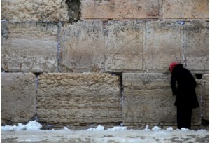 2011_Israel_Hayom_Western_Wall_Jerusalem_snow