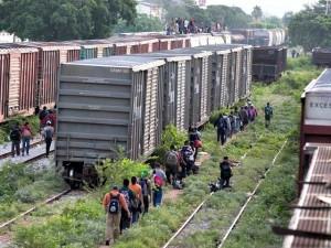 2011_Breitbart_Migrants-walk-accross-Southern-US-borders-AP-Photo-640x480