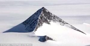 2016_deyo_antarctica_pyramid_base